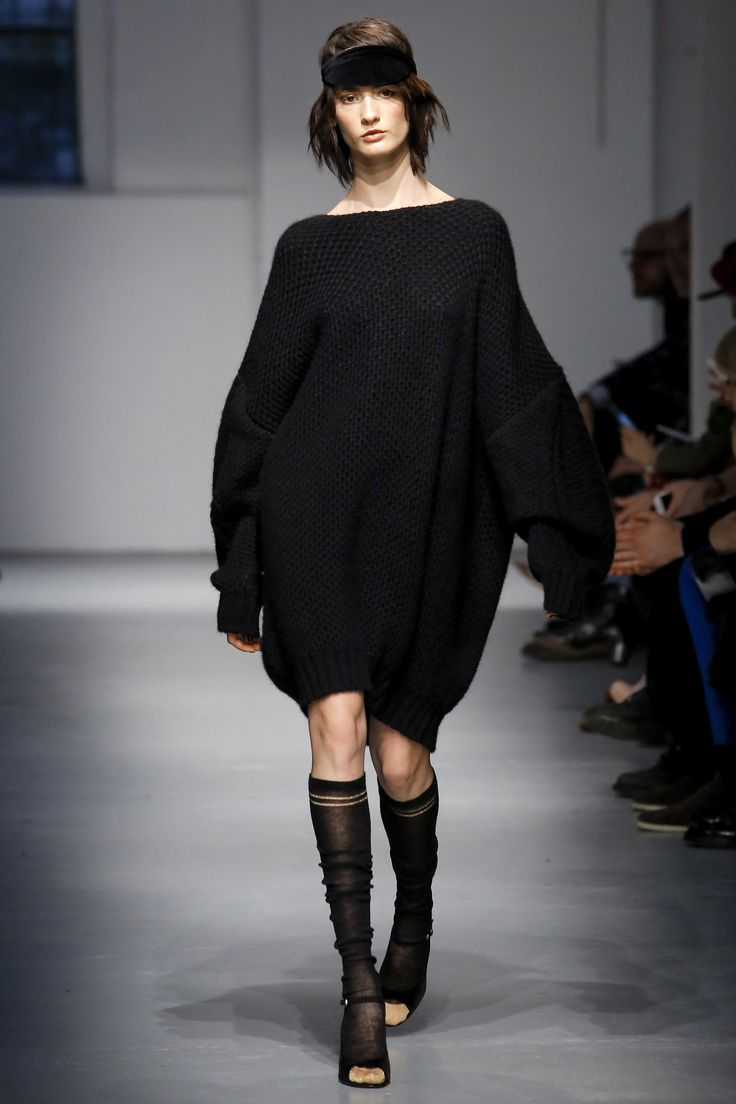 http://www.vogue.com/fashion-shows/fall-2017-ready-to-wear/les-copains/slideshow/collection
