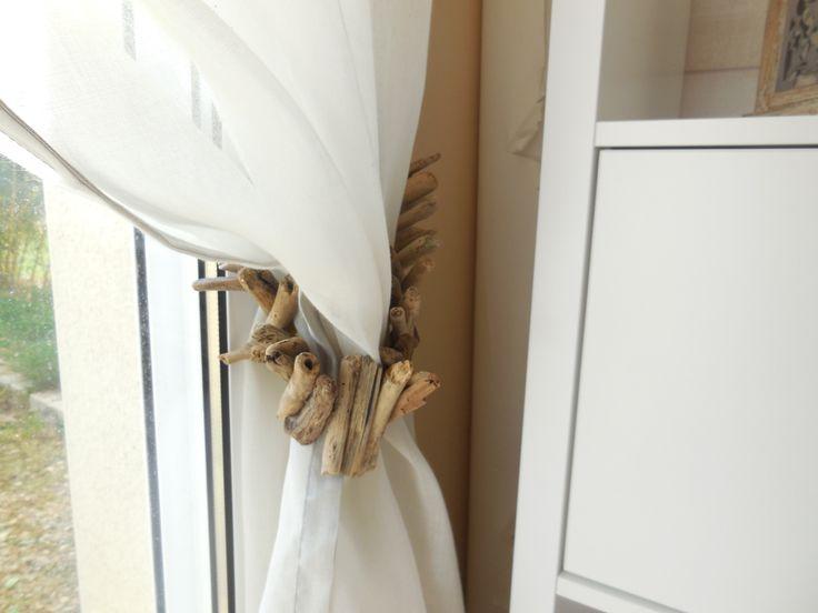 Embrases de rideaux en bois flotté sur corde de chanvre : Accessoires de maison par petit-bois-flotte