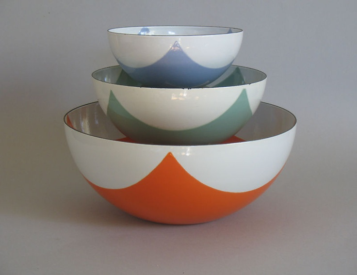cathrineholm enamel bowls I have the largest but its in the top blue color- never seen any others before !!
