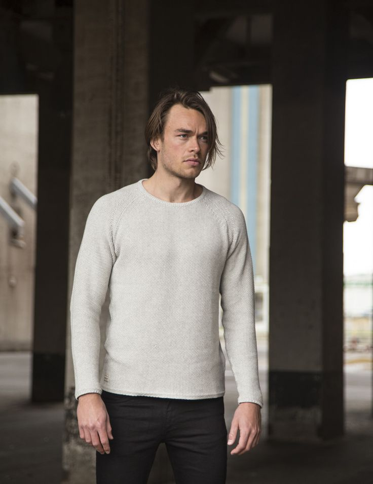RVLT - men's fashion. Cotton knit with a pearl pattern. Slightly oversized fit - giving for a rock'n'roll feel.