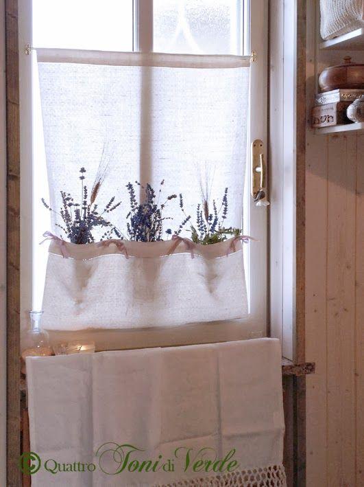 Quattro toni di verde: Tenda porta-profumi con l'asciugamano della nonna.
