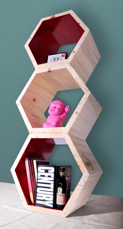 Estantes/Repisa Hexagonal modular para colgar o apilar. Estan hechos a partir de sobrantes de madera. Pintados en distintos colores. Ideales para decorar un rincón de tu casa!