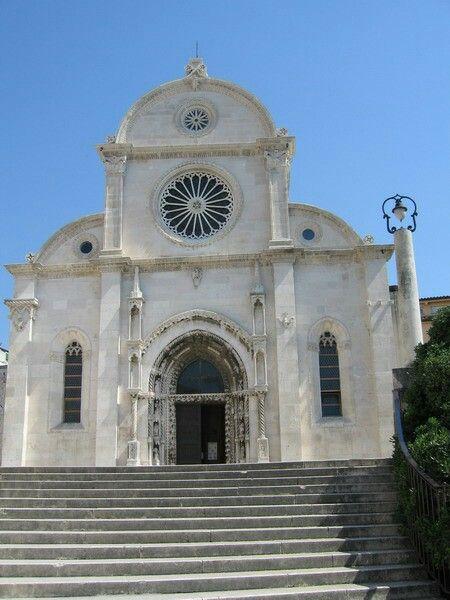 Facciata della cattedrale di San Giacomo a Sebenico.