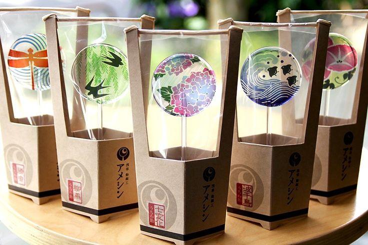 浅草 飴細工 アメシンに最新「うちわ飴」が登場した。それぞれの柄にはどれも意味や願いが込められているという。東京スカイツリータウン・ソラマチ店で購入できる