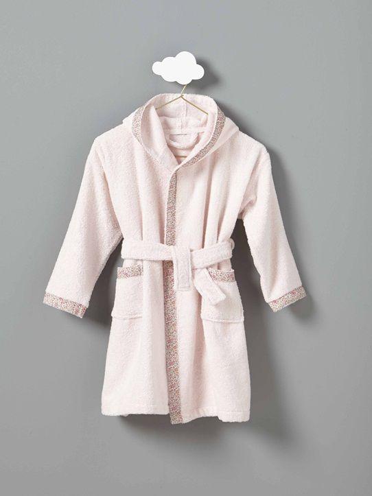 Robe de chambre ousortie de bain, le peignoir Libertyégaye le quotidien des petites filles !Détails2 poches plaquées. Capuche. Ceinture à nouer sous