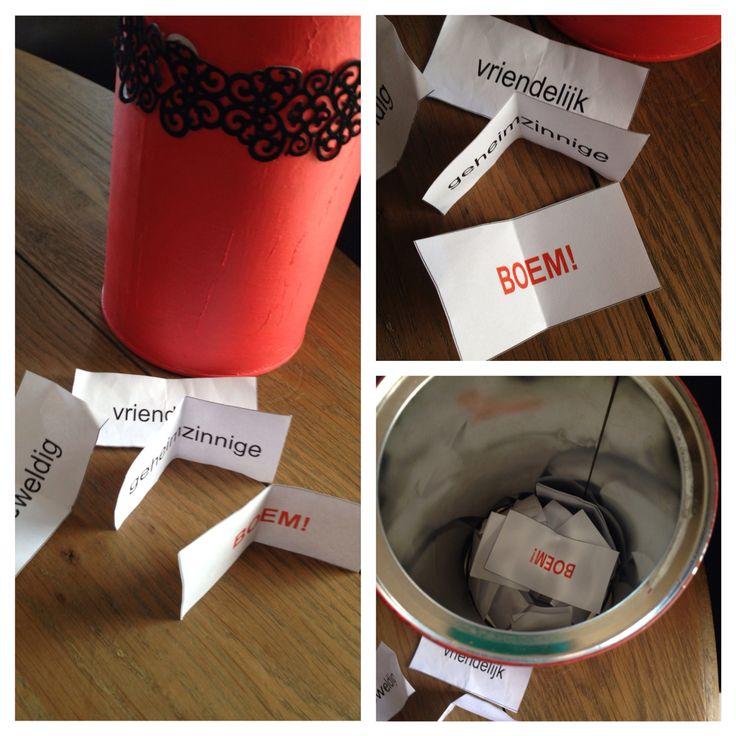 Zelf gemaakt spelletje 'BAM'Een leuk spelletje om de nieuwe woorden qua spelling in te oefenen. De bedoeling is dat ze een kaartje uit de doos/trommel/zak trekken en de andere spelt dan het woord. Is het woord juist gespeld, krijgt hij het kaartje anders vliegt het terug de pot in. Er zitten ook speciale kaartjes in, zoals de 'BOEM'-kaart, wat wil zeggen dat je al je kaartjes terug de pot in moet gooien. De 'DIEF'-kaart kan je gebruiken om de kaart van iemand anders af te pakken.