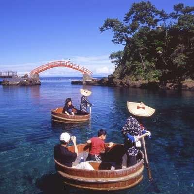 佐渡名物 たらい船 新潟県の島で日本海側最大の島、佐渡の見所を集めました。