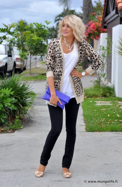 Leopard jacket, white shirt, black skinnies, nude shoes, coloured bag, gold statement necklace & accessories.
