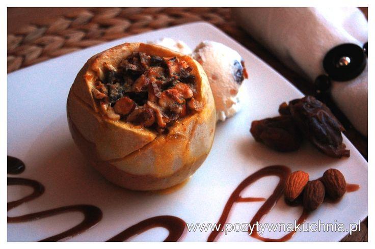 Pieczone jabłka ze świeżym imbirem, rumem i bakaliami - najlepszy #przepis na pieczone jabłka  http://pozytywnakuchnia.pl/pieczone-jablka-z-imbirem-rumem-i-bakaliami/  #jablka #deser #kuchnia #imbir