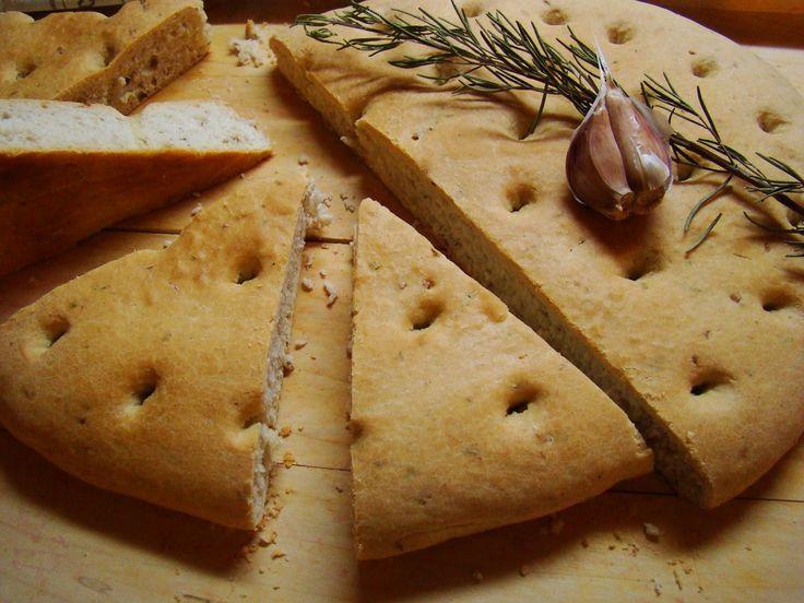 Focaccia s česnekem a rozmarýnem