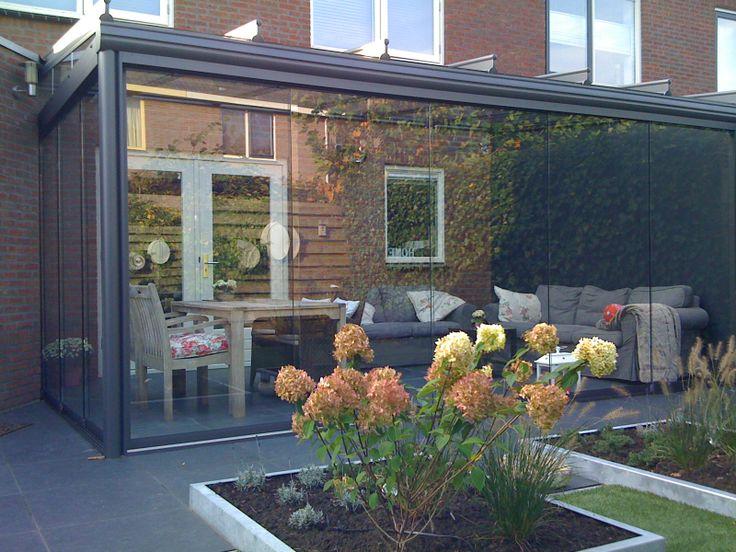 Veldman Terrasoverkapping Terrazza met onderbouw. Haalt u uw tuin in huis de elegante Terraasoverkapping biedt een vloeiende overgang van binnen naar buiten. http://www.veldmanzonwering.nl/terrasoverkapping/weinor-terrazza/terrasoverkapping-terrazza-met-onderbouw/