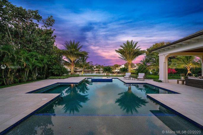 Washington Nationals Star Max Scherzer Buys 9 75m Florida Mansion Florida Mansion Resort Style Pool Waterfront Homes