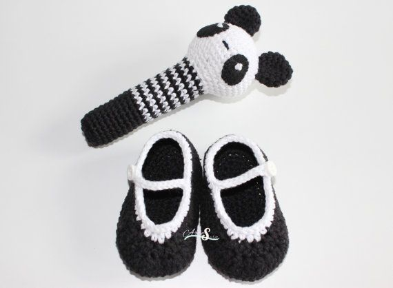 Conjunto recién nacido oso panda, sonajero, zapatitos, regalo bebé.