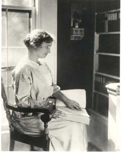 miracle worker annie sullivan essay Johanna mansfield sullivan macy (april 14, 1866 – october 20, 1936), better  known as anne  sullivan is the main character in the miracle worker, by  william gibson, originally produced for television in 1957, where she was  portrayed by.