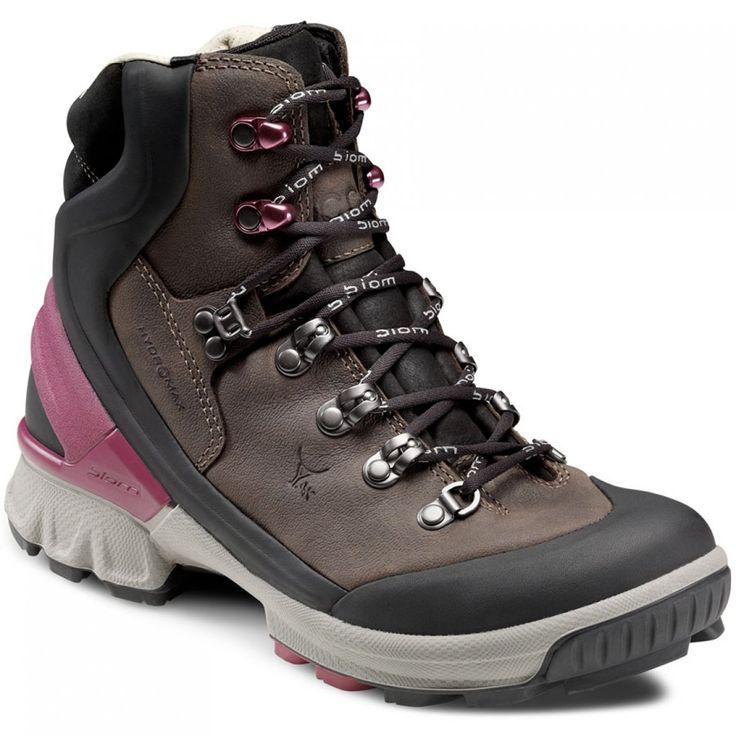 Lækre og komfortable læderstøvler til vandring i al slags vejr  Så er det frem med fødderne. Her får du i sandhed et par yderst lækre læderstøvler fra Ecco - et par Biom Hike - hvor du kan bevæge dig i det terræn, du ønsker med den bare fods fleksibilitet. Støvlerne støtter godt op om anklerne og har en gummisål, der er designet til brug i netop udfordrende terræn. Du vil opleve, at du står godt fast på underlaget, og at dine fødder ikke glider rundt i støvlen og får vabler. Nej, der er…