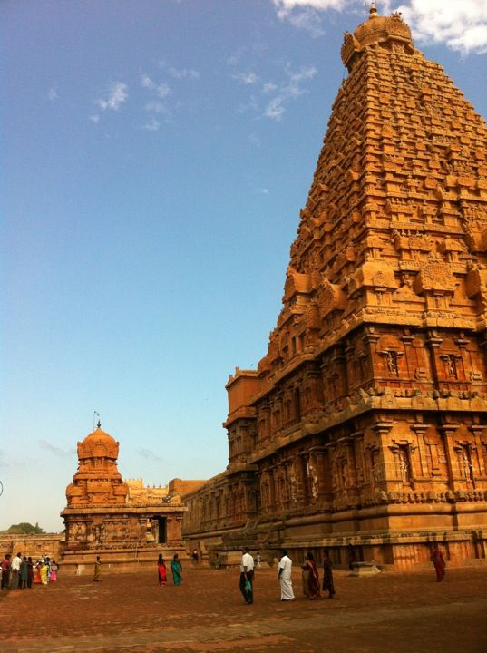 Great Living Chola Temples The Great Living Chola Temples were built by kings of the Chola Empire, which stretched over all of south India and the neighbouring islands. The site includes three great 11th- and 12th-century Temples: the Brihadisvara Temple at Thanjavur, the Brihadisvara Temple at Gangaikondacholisvaram and the Airavatesvara Temple at Darasuram.
