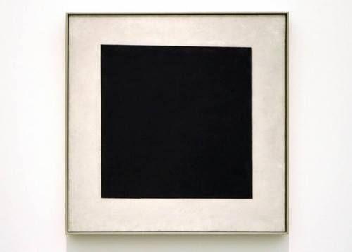 ZWART: 'Het Zwarte Vierkant' (1915) van de Rus Kazimir Malevitsj (1878 - 1935) is een van de bekendste werken van het Suprematisme. Deze stroming werkt vooral met geometrische vormen. Binnen een volkomen abstracte kunst stond Malevitsj de suprematie van geometrische vormen voor. De weergave van zowel voorwerpen als ideeën werd volkomen afgewezen. Malevitsj' opvattingen zijn het meest radicaal uitgedrukt in dit schilderij: een zwart vierkant op een witte achtergrond.