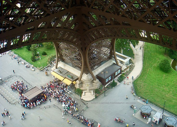 https://flic.kr/p/yCDRqc | One of the enormous legs of the great Eiffel Tower.