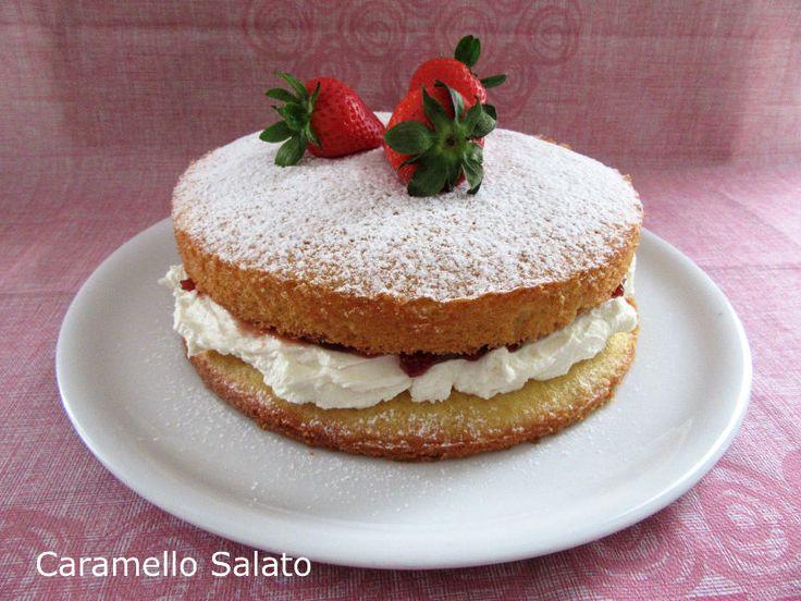 La Victoria Sponge cake o Victoria sandwich è una torta tipica della pasticceria inglese, forse latorta inglese più conosciuta, ed èla torta di compleanno che ho preparato quest'anno permi…