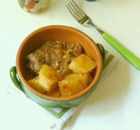 Un tradizionale piatto dal.isola di Amorgos. Il patatato: carne di agnello  o capretto con patate.