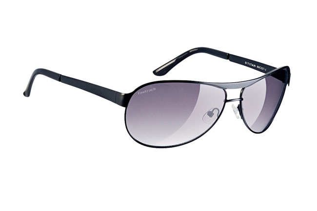 Classic aviators with dark lenses.    Bikers from Fastrack     http://www.fastrack.in/product/m035gy1/?filter=yes=1=695=2595=2=1&_=1340209790361#