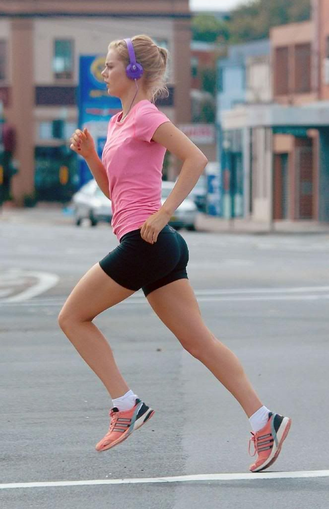 Samara Weaving Out for a Jog in Sydney : Global Celebrtities (F) FunFunky.com
