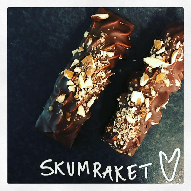 Morgondoppade skumraketer. Ekologisk choklad och saltrostad mandel men också vanliga utan mandel.
