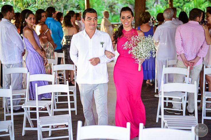 El código de vestir es uno de los factores que debes de tomar en cuenta al planear tu boda en las playas de la Riviera Maya. Es generoso pensar en tus invitados, pues pueden imaginar al ser tu bodaun evento super especial, tendrían que vestirse de etiqueta rigurosa, sin embargo puedes evitarles el sufrimiento de …