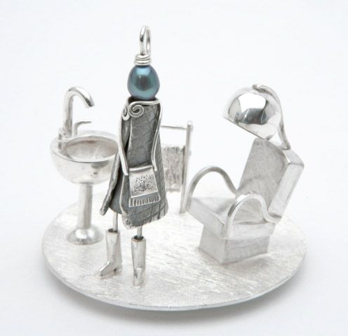 Sterling silver sculpture with pendent Miss Rosie.  Here, Miss Rosie at the beauty parlour. 53 cm x 6 cm.  Sonia Beauchesne Bijoux d'art - Art Jewelry