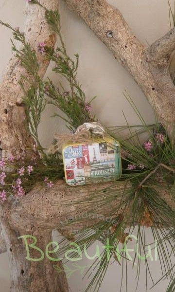Μπομπονιέρα. Μπομπονιέρα Γάμου βαλιτσάκι, μεταλλικό vintage με δέσιμο δίχρωμο από λινάτσα.
