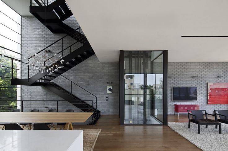 Stairs + elevator + black  GERLITZ_HOUSE_022