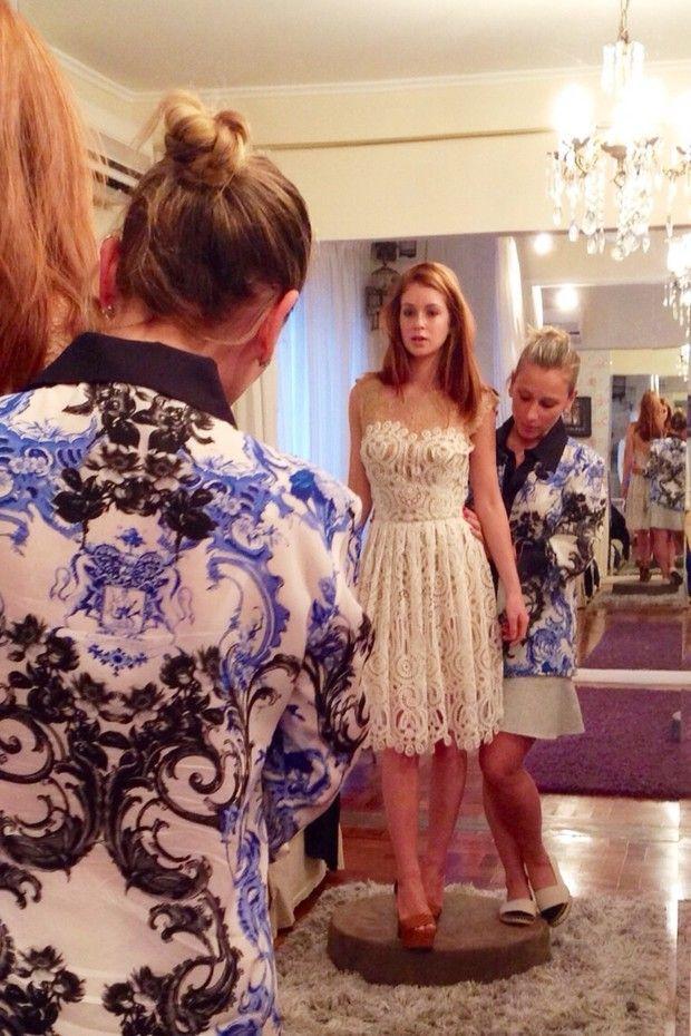 A atriz esteve no ateliê de Lethicia Bronstein para arrematar os vestidos que irá usar no Natal, Ano Novo e na premiação dos melhores do ano do Domingão do Faustão