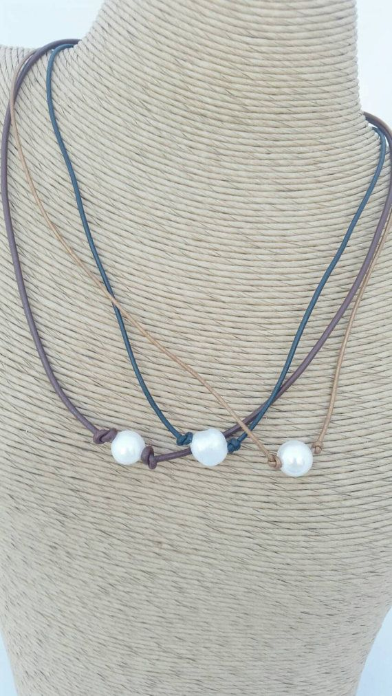 Single Pearl and leather choker, white pearl choker, leather and pearl necklace, Bohemian jewelry, rustic bridal necklace