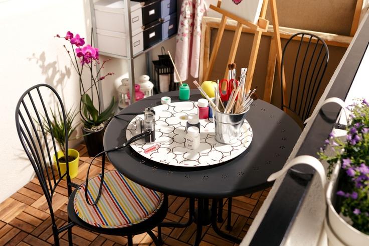Mobilierul de afară pentru atelierul tău de vară. Masa și scaunele metalice LACKO sunt ușor de ȋntreținut, putând fi șterse doar cu o cârpă umedă.