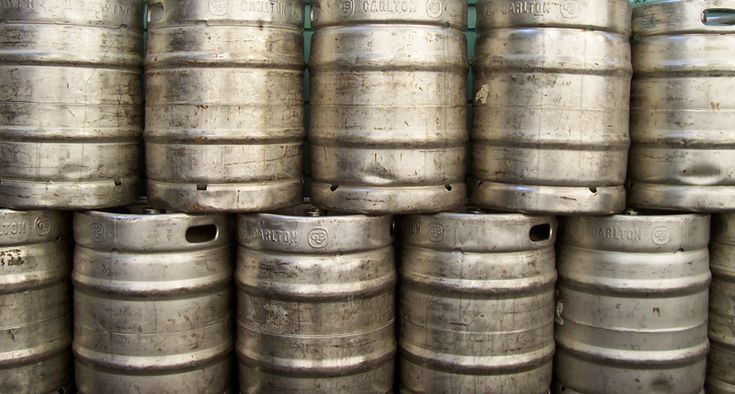 What is the difference between a homebrew keg and a commercial keg? How many gallons are in a keg? What are the dimensions of a keg? How many beers are in a keg? These are all great questions, and …