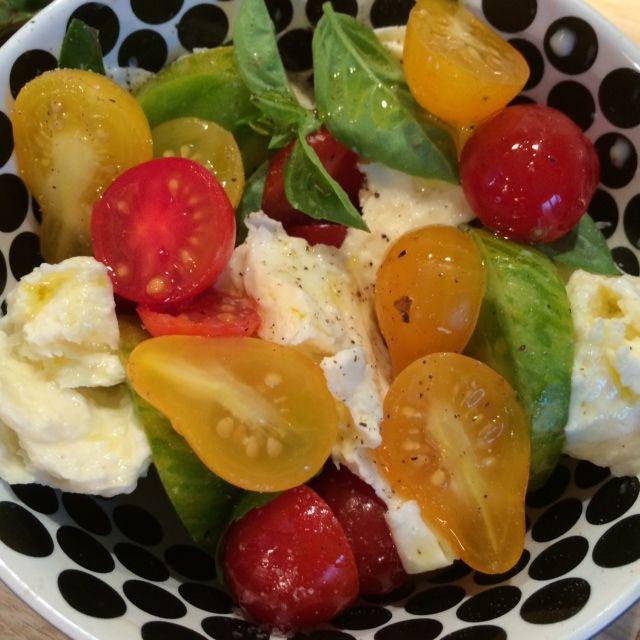 Heirloom tomato, basil and torn mozarella salad