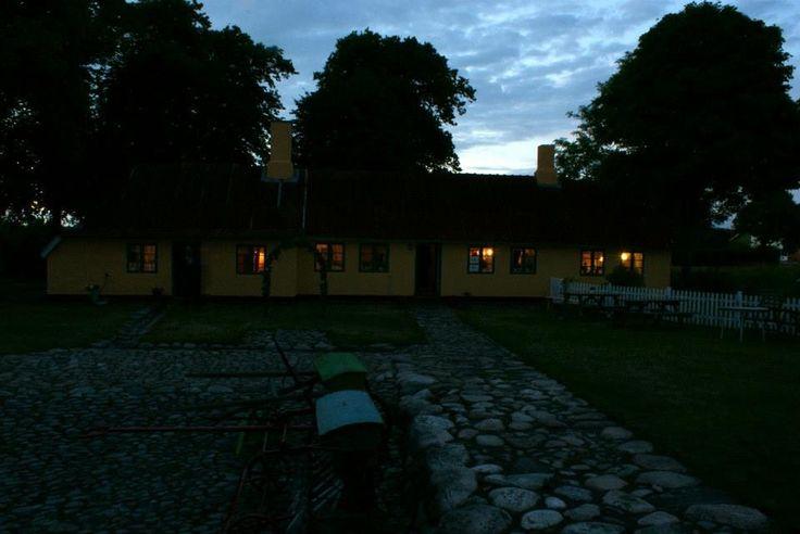Historie, Museum,  Sognefogedgården, Frederikshavn, Danmark. Aftenbillede