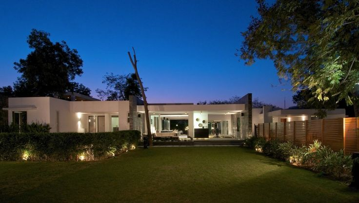 Dinesh Mill Bungalow by Atelier dnD