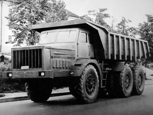 МАЗ-530. Грузоподъёмность 40 тонн. Первый советский серийный автомобиль с гидромеханической трансмиссией. История российского/советского автопрома (страница 15 из 25)