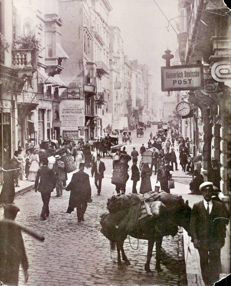 1910 civarlarında İstiklal Caddesi  Saat: 14:40 http://ift.tt/2qtGb5r