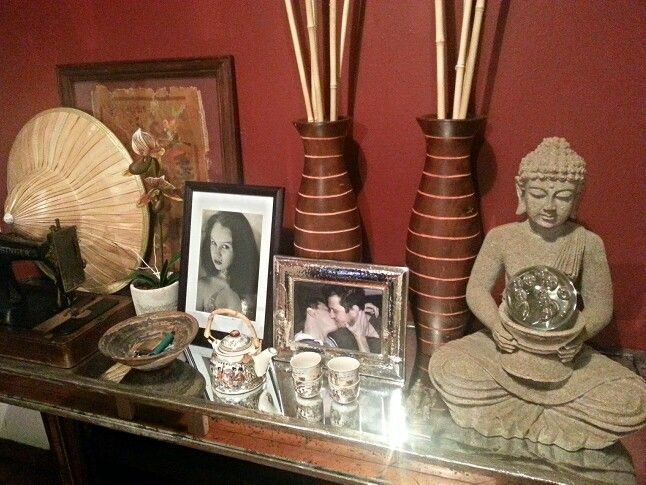 Entrance hall table at home... a bit of Asia