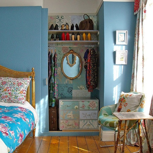 closet as part of a living space -- apartment therapy: Bohemian Style Bedrooms, Bedrooms Closets, Guest Bedrooms, Organic Ideas, Wardrobes Closets, Blue Bedrooms, Bedrooms Ideas, Sliding Doors, Closets Spaces