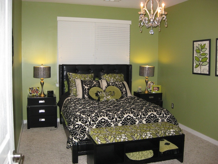 Green bedroom home decor pinterest emerald green for Emerald green bedroom ideas