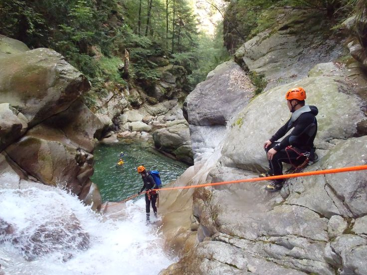 La pratique du canyoning est possible au départ de Lans en Vercors, notamment dans les gorges du Furon. Vente en ligne sur www.lansenvercors.com  Nos prestataires diplômés vous accompagnent dans vos loisirs toute l'année, n'hésitez pas à nous contacter.