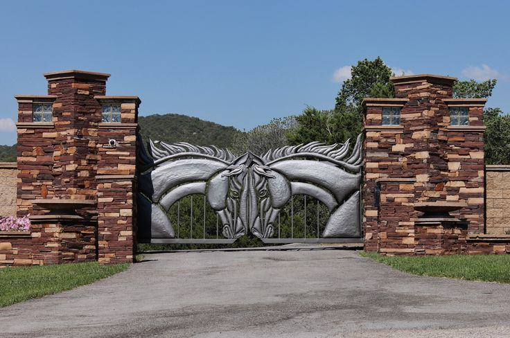 Nogal, NM...the coolest driveway gate I've ever seen!