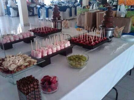 Fuente de chocolate minions pinterest chocolate for Decoracion de frutas para fiestas infantiles