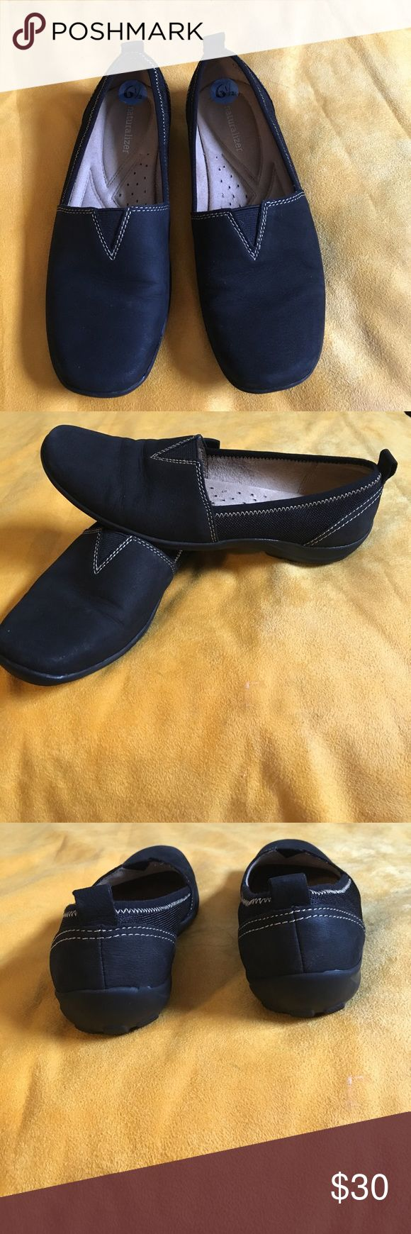Naturalizer shoe Leather upper Naturalizer comfy shoes great for work size 6 1/2 never worn. Bought them for my daughter but they're too small for her. Naturalizer Shoes Flats & Loafers