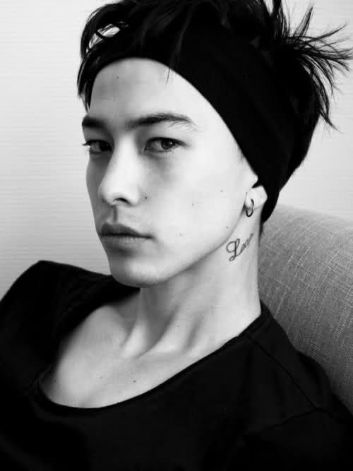 His name is Sen Mitsuji. He is a japanese male model and he is soooo attractive.