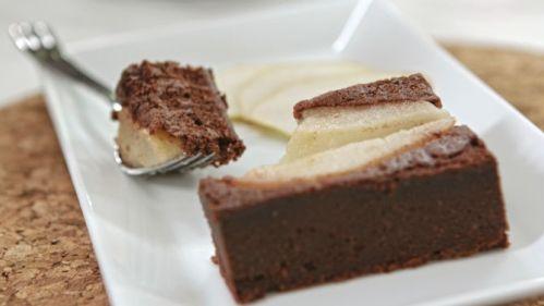 Recette de gâteau aux poires et au chocolat, tirée du livre Les recettes du kiosque de limonades : http://www.editions-trecarre.com/recettes-kiosque-limonade/marie-josee-morin/livre/9782895685999