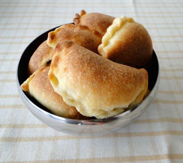 Chicho's Kitchen: Meat pies or sambousek